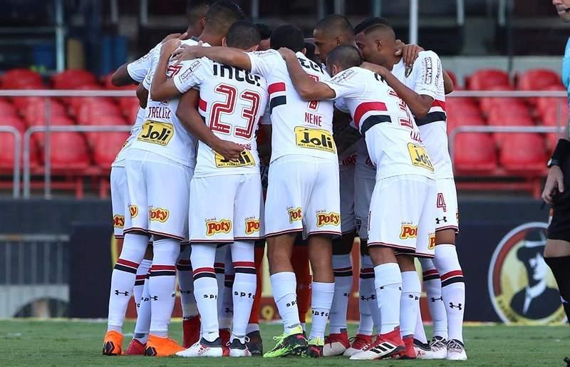 1e7f3f8bf65ab Folha Vitória - Esportes