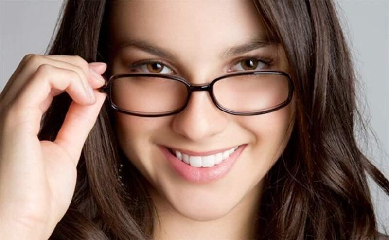 72d484e66 Foto: Divulgação Vida útil do óculos de grau depende de uma série de  fatores, por isso o ideal é marcar consulta com o oftalmo.