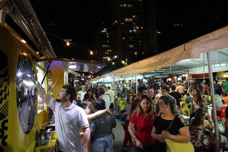 Evento de gastronomia reúne food trucks e apresentações musicais em Vitória