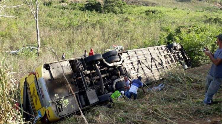 Identificas vítimas mortas em acidente de ônibus em MG