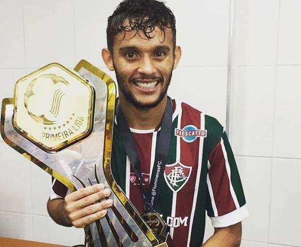Gustavo Scarpa faz anúncio após reincidir com o Fluminense e fechar com o  Palmeiras 4102a5d286396