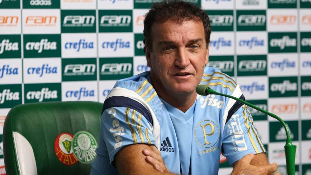 Torcedores do Palmeiras cobram Felipe Melo no hotel; vídeo!