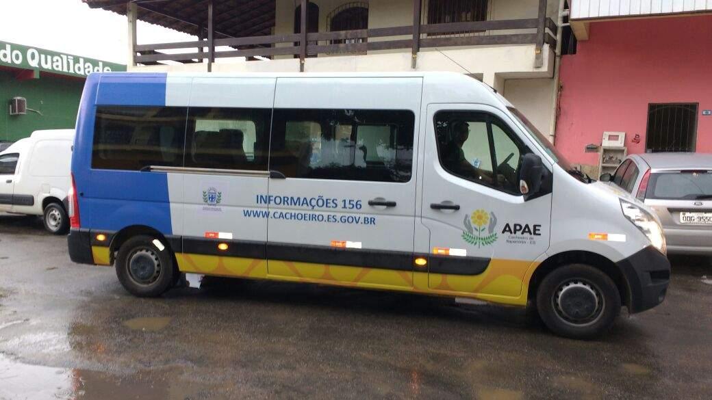 Apae de Cachoeiro recebe novos veículos em solenidade nesta sexta