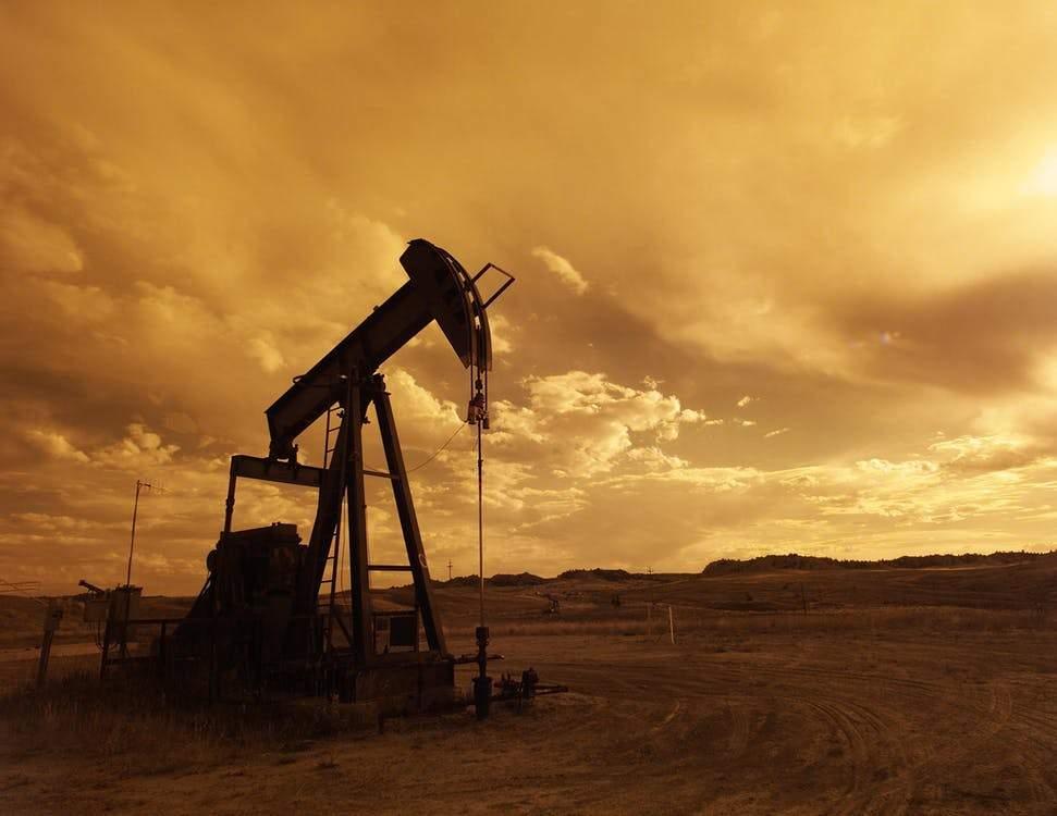Petróleo registra queda após passagem de furacão no Texas
