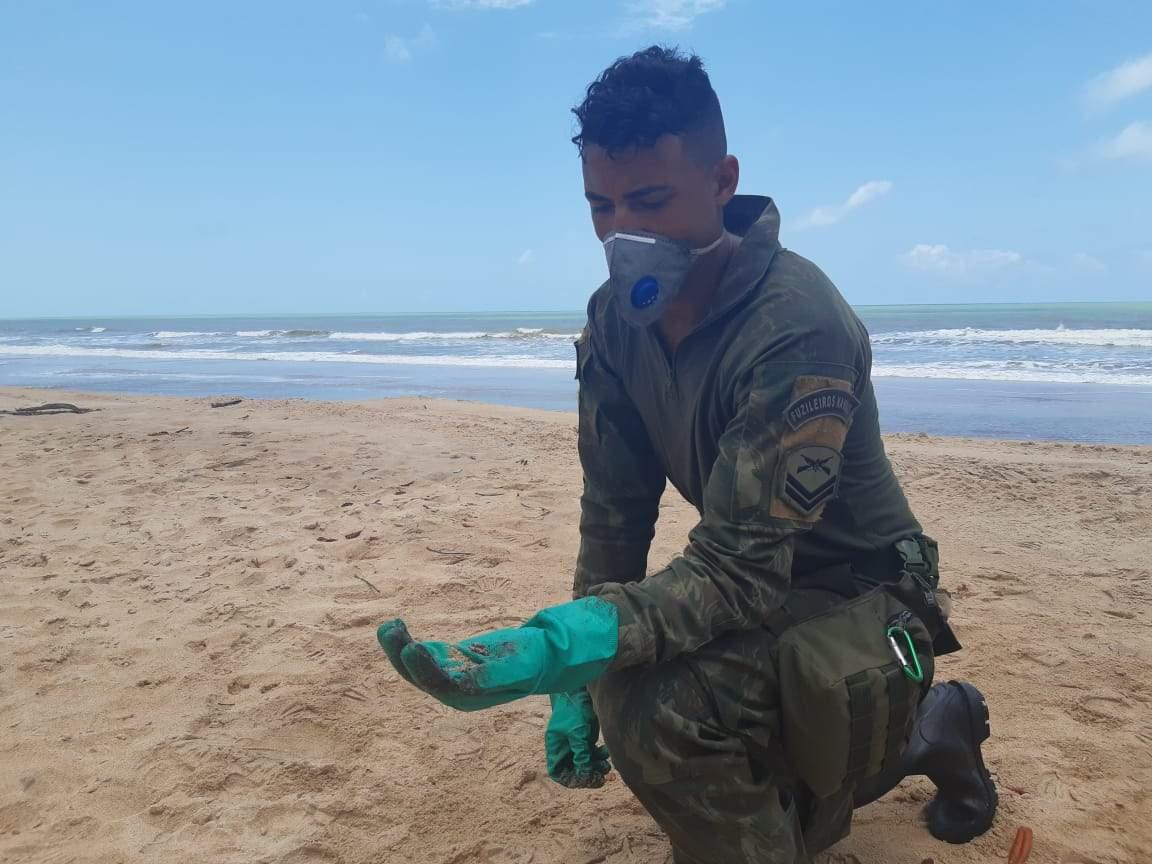 Praia entre Linhares e São Mateus apresenta o maior número de fragmentos de óleo no ES, diz Marinha - Jornal Folha Vitória