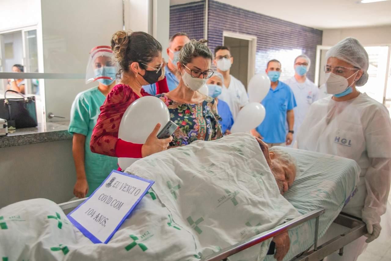 Esperança: homem de 104 anos se recupera do coronavírus e emociona equipe médica – Folha Vitória