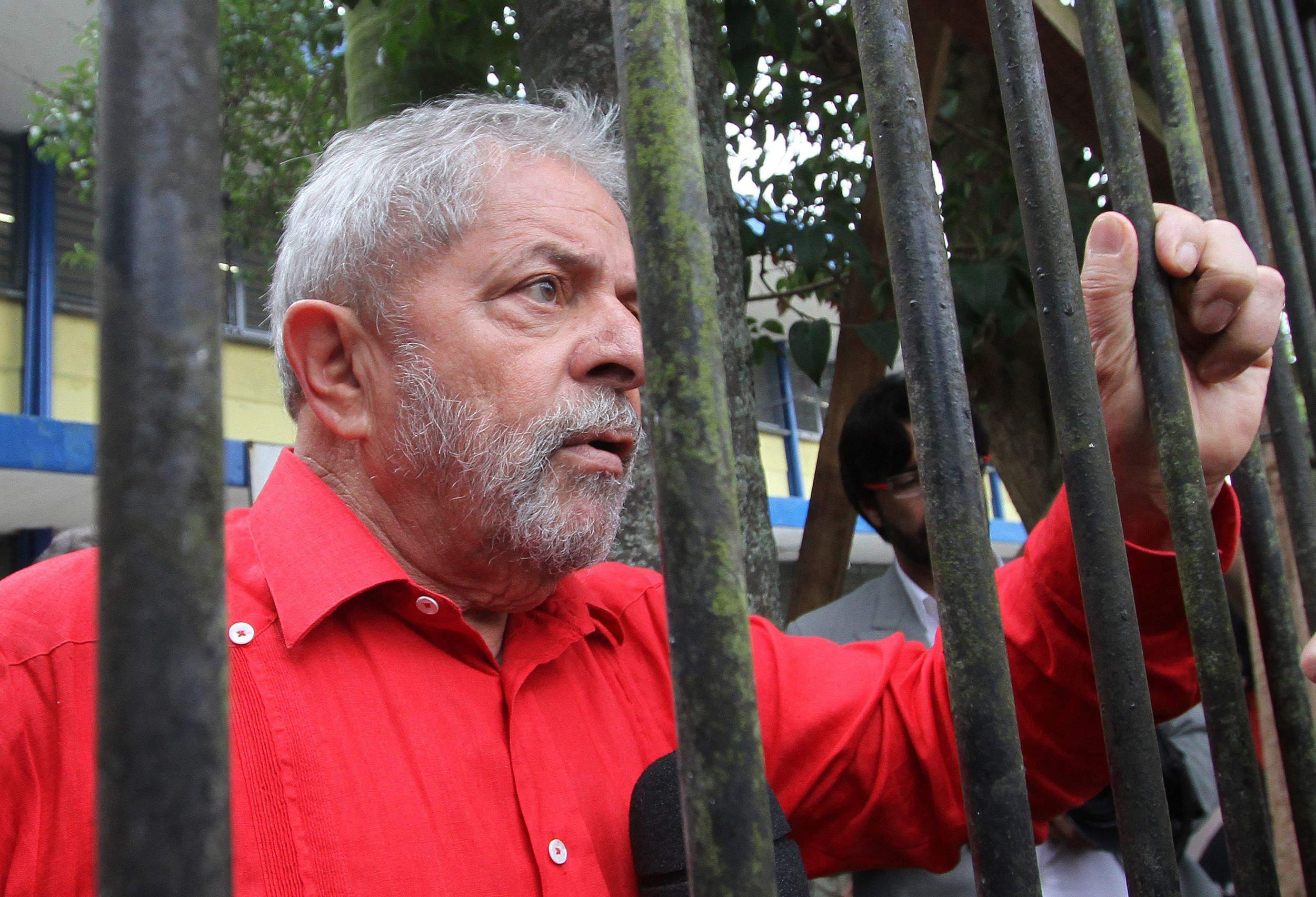 51% dos brasileiros consideram prisão de Lula justa, indica pesquisa