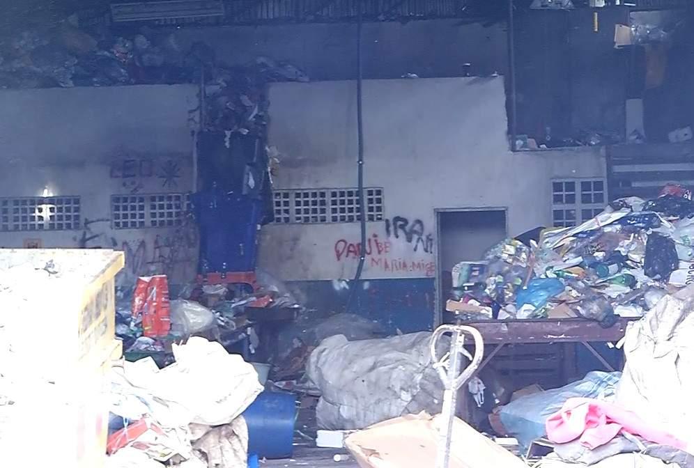 062642bbc Incêndio atinge galpões de catadores de recicláveis em Vitória