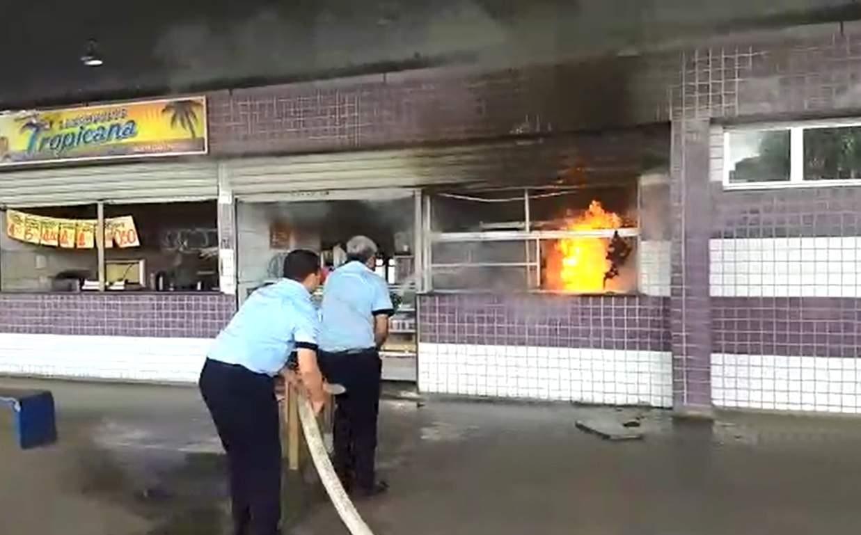 189931e75 Incêndio atinge padaria no Terminal Campo Grande