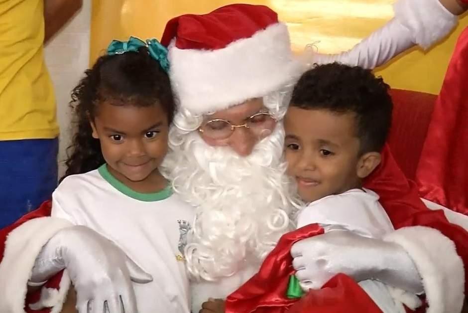 Papai Noel dos Correios visita escola de Cariacica na abertura da campanha - Jornal Folha Vitória