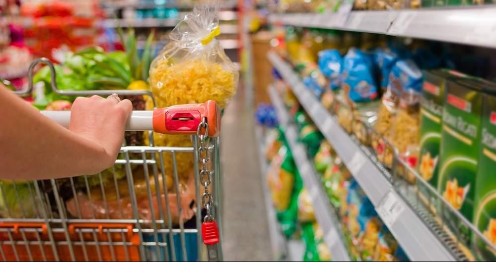 Supermercado que não manteve preços anunciados deve indenizar consumidora do ES