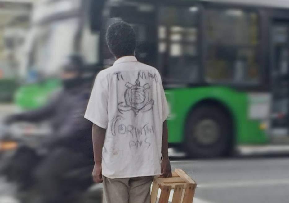 Foto de guardador de carros com camisa  personalizada  do Corinthians  viraliza nas redes sociais f4b79abc8910b
