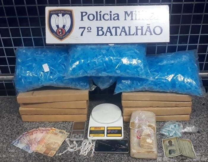 Homem é preso após ser flagrado com grande quantidade drogas em Cariacica - Jornal Folha Vitória