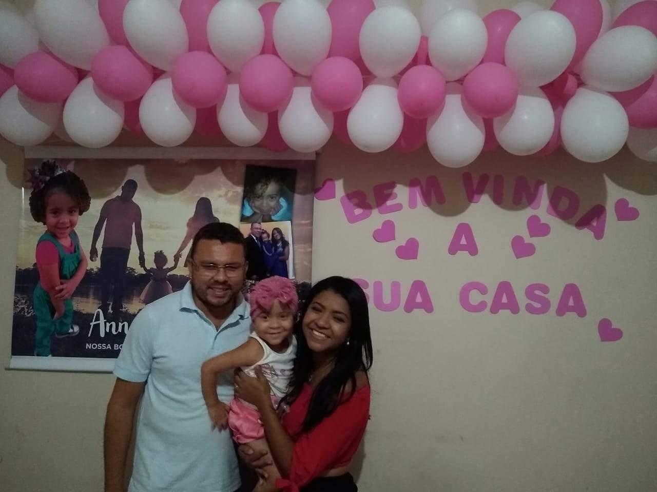 Menina atingida por concreto em Guarapari é recebida com festa ao retornar para casa em MG - Jornal Folha Vitória