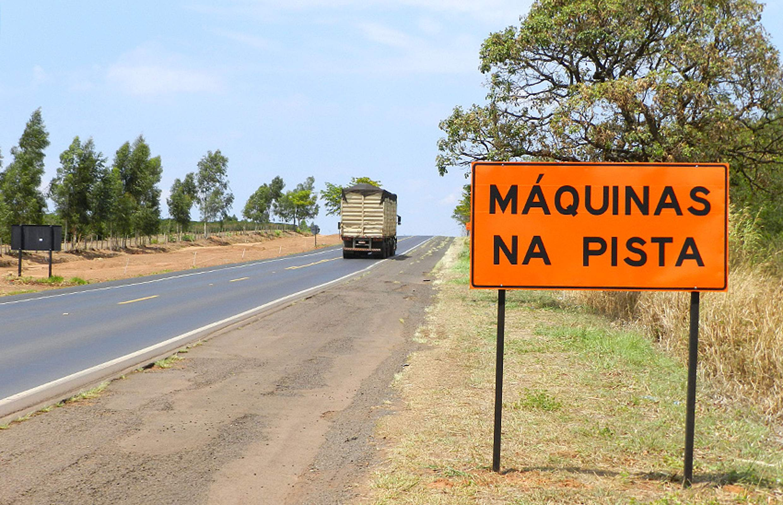 Deputado questiona obras paralisadas há três anos em rodovias do Estado