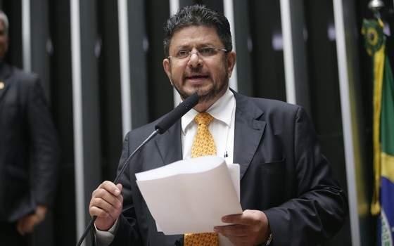 No plenário da Câmara, deputado do MDB diz que Temer age com tirania