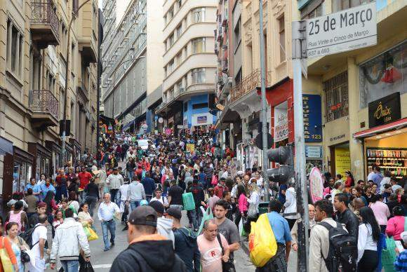 Desemprego no Brasil tem queda de 0,7% no último trimestre